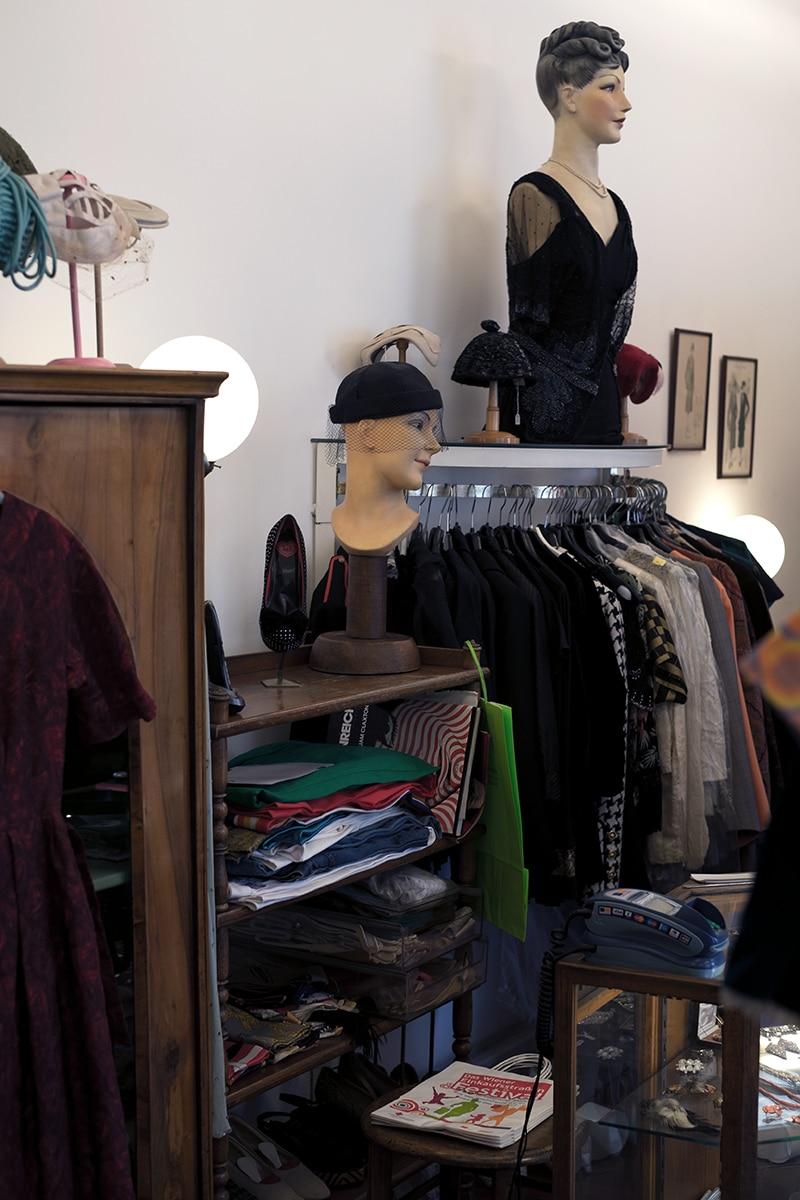 vintage mode kaufen worauf muss man achten. Black Bedroom Furniture Sets. Home Design Ideas